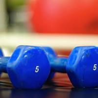 Когда помогут упражнения с гантелями?