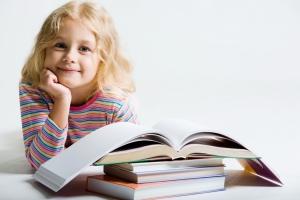 Занятия ребенка с психотерапевтом позволяют выяснить проблемы взаимоотношений с родителями