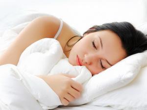 Для профилактики потливости важно соблюдать гигиену сна