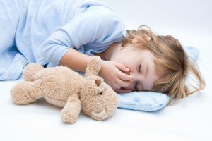 У детей ларингит зачастую возникает по вечерам