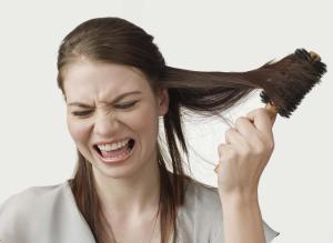 Бороться с выпадением волос нелегко