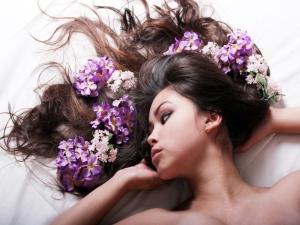 Для предотвращения выпадения волос есть множество народных средств