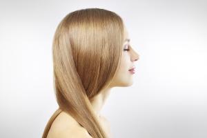 Хна и басма оказывает благотворное воздействие на состояние волос