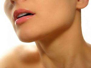 Развитие зоба без изменения уровня гормонов протекает с определенными симптомами