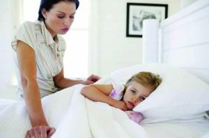 Лечение простуды у детей включает в себя ряд особенностей