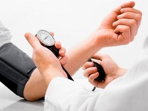 При высоком давлении нужно обратиться к врачу