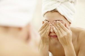 Из-за стафилококка возможно появление гнойных высыпаний на теле