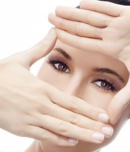 Нужно заботиться о профилактике появления морщин вокруг глаз