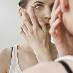 Как быстро снять отечность с глаз: полезные советы