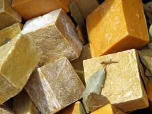Хозяйственное мыло состоит из жиров растительного и животного происхождения