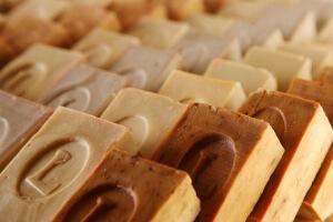 Хозяйственное мыло может заменить множество средств в быту