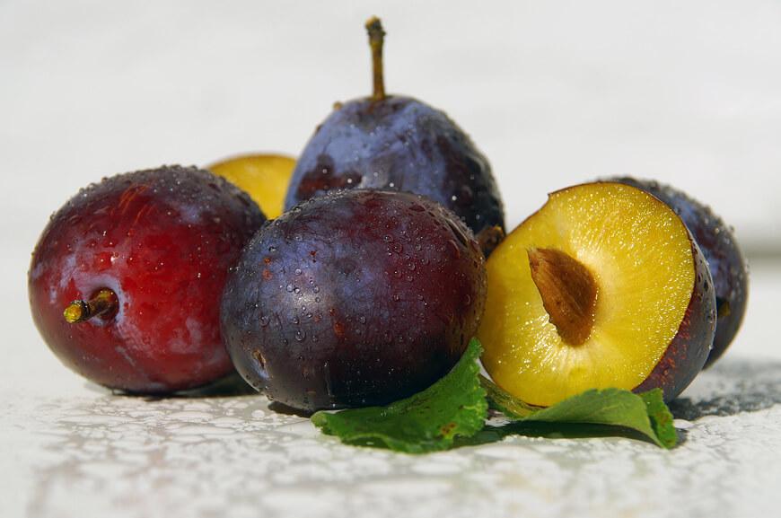 Слива фрукты для беременных 60