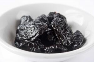 Из слив делают полезный для здоровья чернослив