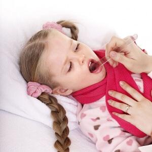 Детей нужно показывать врачу