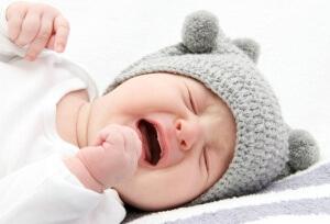 У новорожденных детей часто воспаляется ротовой полость из-за сосания