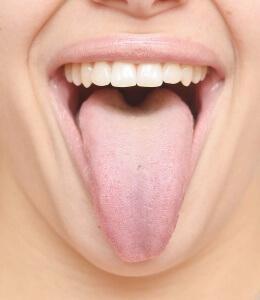 При диагностике обращают внимание на поверхность языка
