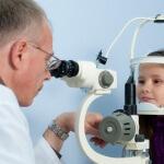 Лечение кисты глаза: какую тактику выбрать?