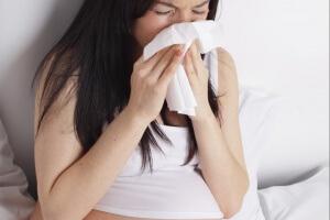 О лечении насморка при беременности существует множество вопросов