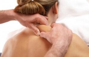 В качестве дополнительной терапии можно использовать массаж шеи