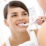 Что делать, если кровоточат зубы и как этого избежать?