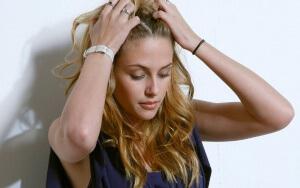 Болячки на голове могут иметь мокрую поверхность