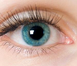 При помутнении стекловидного тела могут возникать черные точки