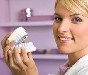 Потеря зубов вызывает необходимость установки съемных протезов