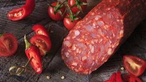 Сырокопченую колбасу можно приготовить в домашних условиях