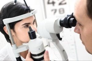 Пациенты чаще всего жалуются врачу на расплывчатое изображение перед глазами