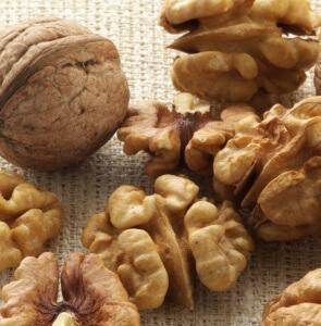 Мужчинам полезно употреблять грецкие орехи