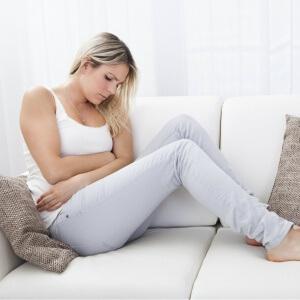 сильная боль справа внизу живота у женщин