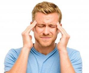 О слабых сосудах говорят головные боли у человека