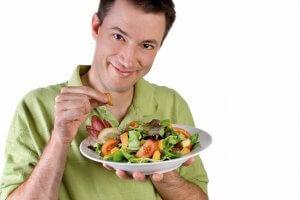 Для снижения холестерина нужно изменить свой рацион