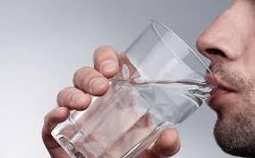 Минеральная вода в умеренных количествах полезна абсолютно всем