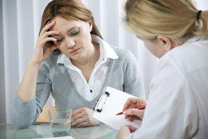 Симптоматика заболевания дает о себе знать с первых дней