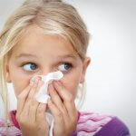 Как вызвать чихание у ребенка? Эффективные методы прочистить нос малыша
