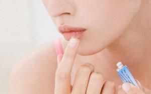 Простуда на губах: традиционное лечение